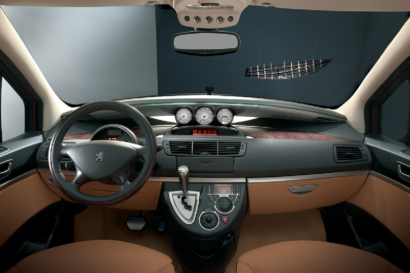 Peugeot 807 gt les concept cars peugeot for Interieur 807 peugeot